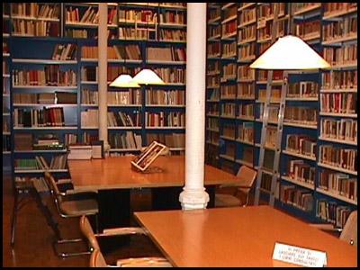 Rapinano una biblioteca