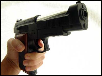 rapinatore da pistola al posto del sacco